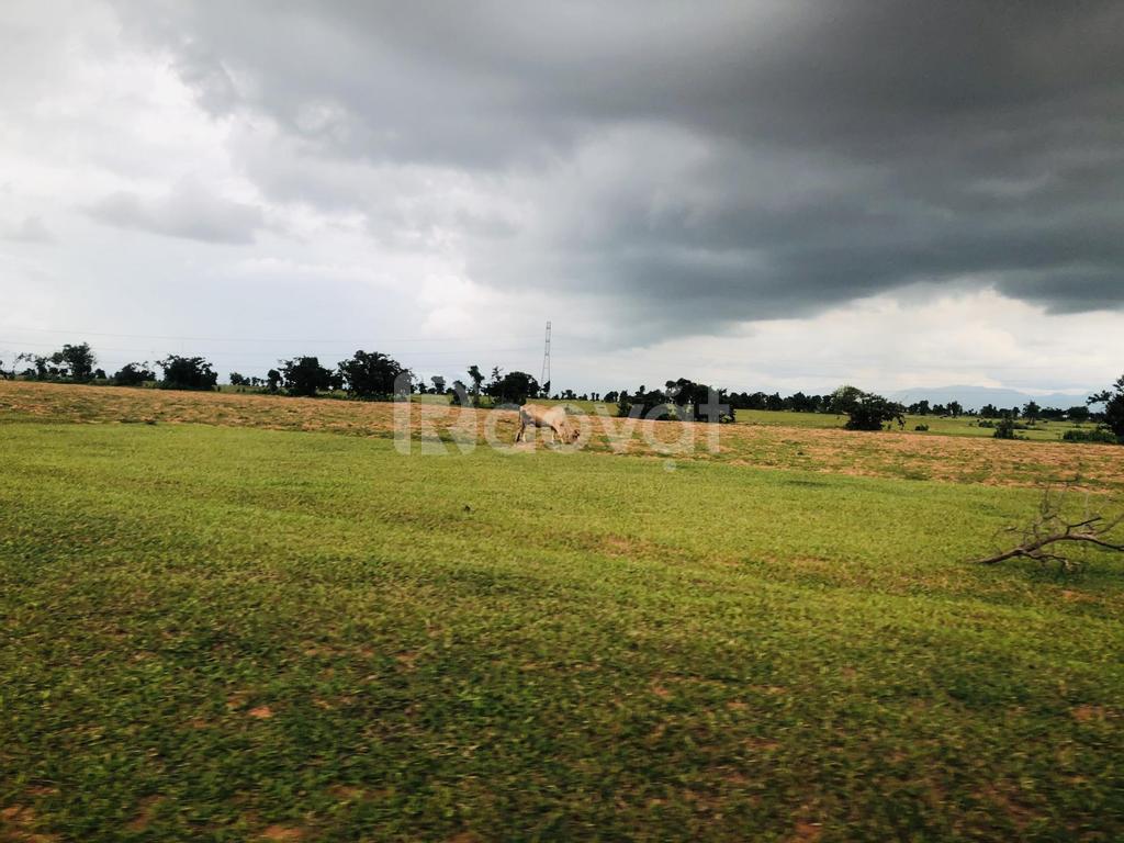 Bán lô đất 2 mặt tiền, đất bằng phẳng, sổ đỏ riêng