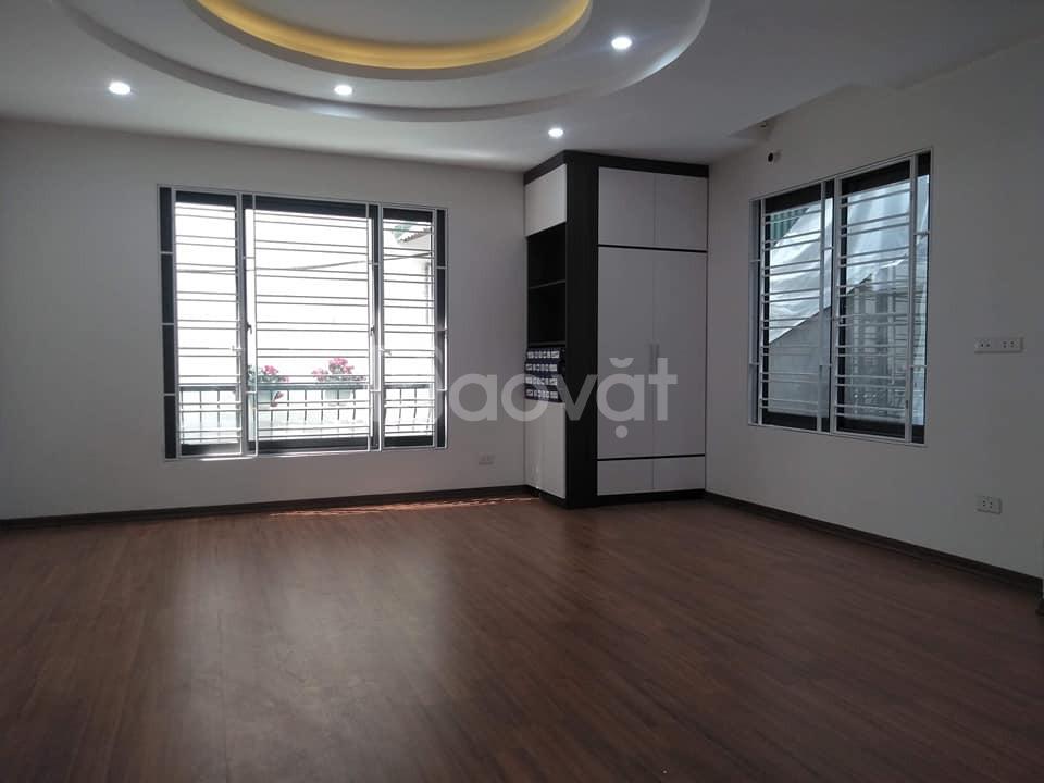 Nhà Hoàng Mai, ô tô gần, 2 thoáng, 50 m2