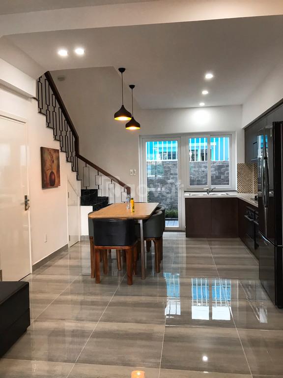 Văn phòng cho thuê 1 trệt 2 lầu, gần Khu Công Nghệ Cao Q.9