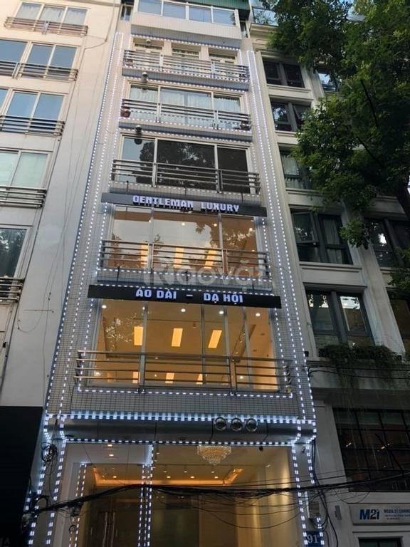 Cho thuê nhà mặt phố Duy Tân mặt tiền 14m phù hợp làm café, văn phòng