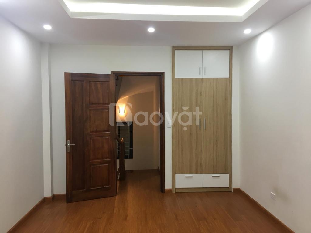Bán nhà phường Nhật Tảo, 35m2*5T, cách ô tô 15m, nội thất liền tường