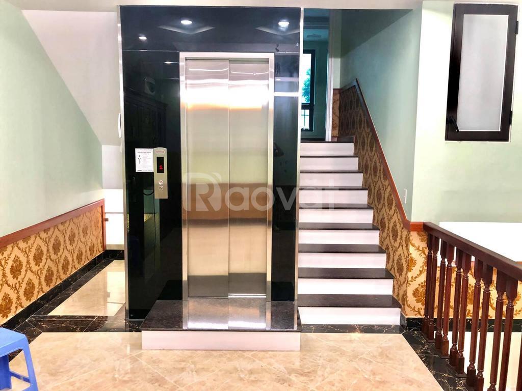Nhà kinh doanh, có thang máy