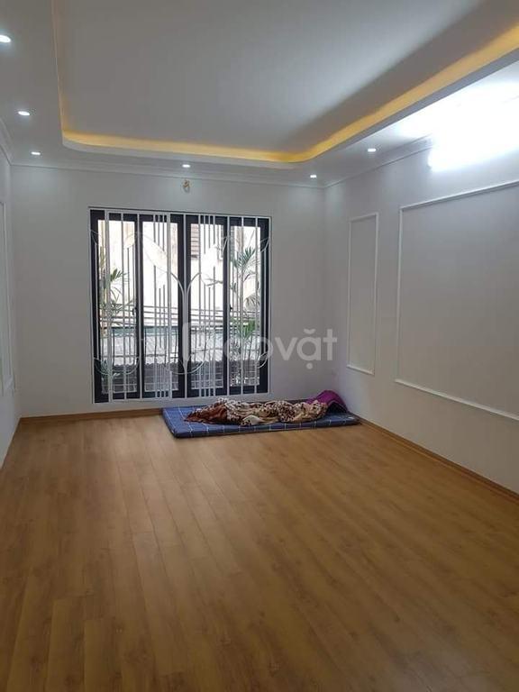 Bán nhà mới 5 tầng, ngõ rộng, thoáng ngõ 2 Trần Quốc Hoàn
