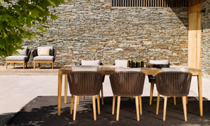 Bàn ghế gỗ cho không gian ngoài trời