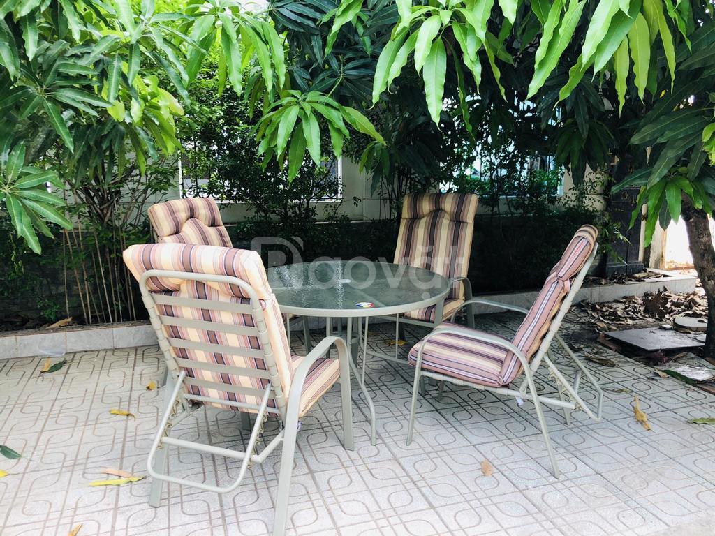 Bộ bàn ghế cafe ngoài trời kèm đệm