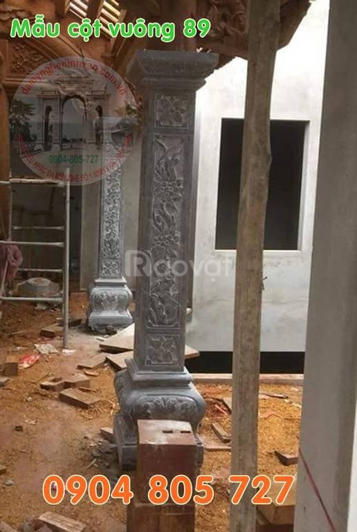 Mẫu cột nhà vuông nhà thờ họ bằng đá ngoài hiên