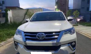 Cần bán Toyota Fortuner 2020, số tự động, máy dầu, màu trắng