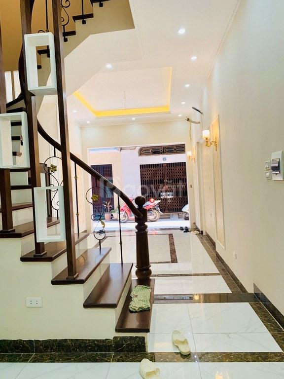 Bán nhà phố Tôn Đức Thắng 35m2