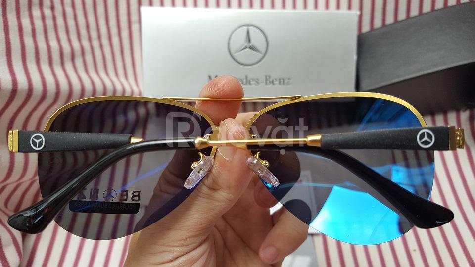 Mắt ính đen thời trang hiệu Mercedes - Benz