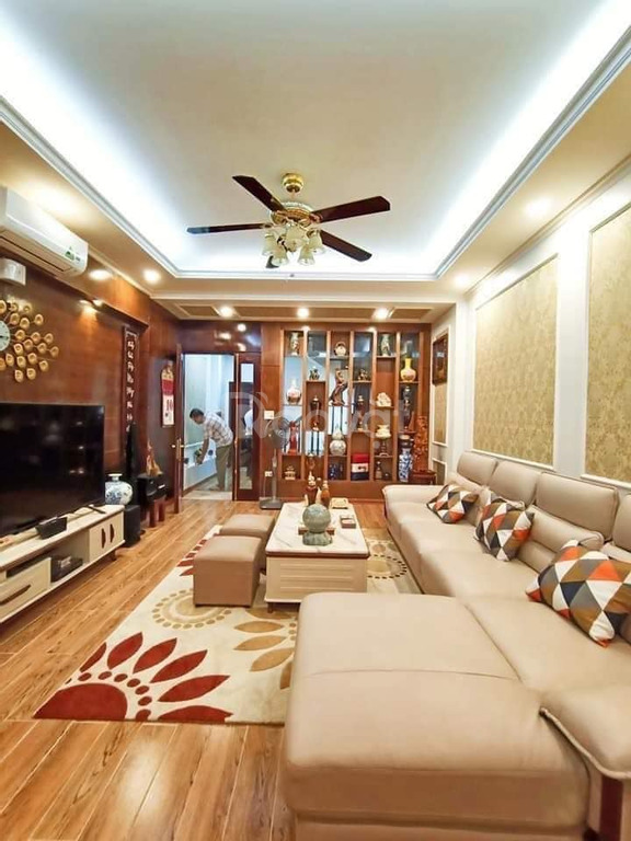 Bán nhà Nguyễn Ngọc Vũ Cầu Giấy 50m2 5Tầng, ô tô vào nhà