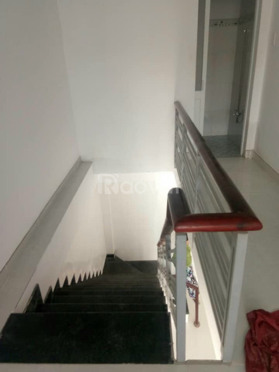 Bán nhà 1 trệt, 1 lầu, 2 phòng trọ, 1 ki ốt, ngay mặt tiền QL13, 150m2