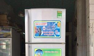 Tủ lạnh Sharp 223 lít, đèn led, tủ không đông tuyết