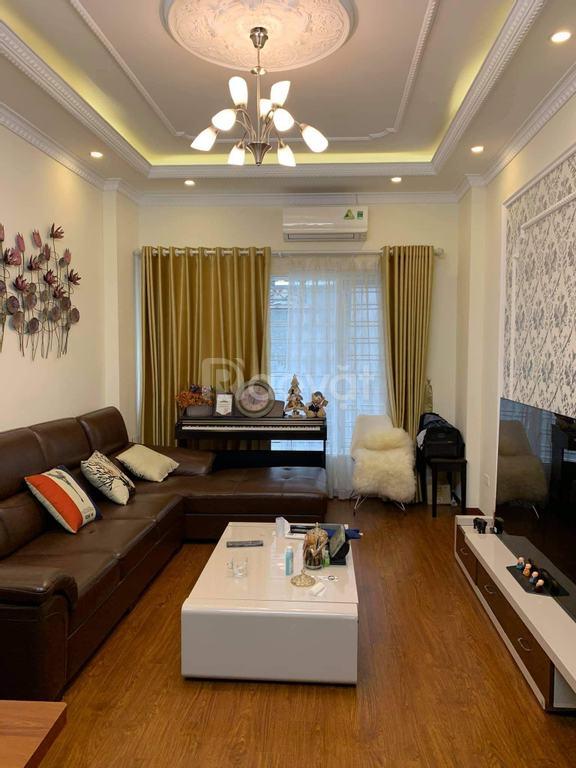Bán nhà mới 5 tầng, ngõ 8 phố Trần Quốc Hoàn