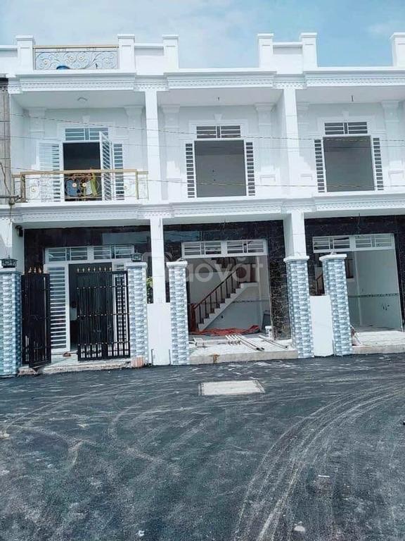 Bán nhà phố 2PN giá rẻ tại huyện Đức Hòa