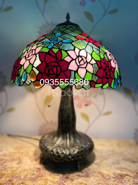Giao lưu em đèn bàn hoạ tiết hoa hồng