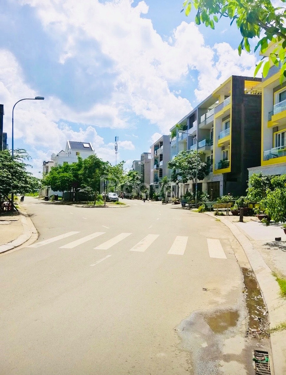 Lô biệt thự 220m2 gần Pouyen Bình Tân, đối diện công viên