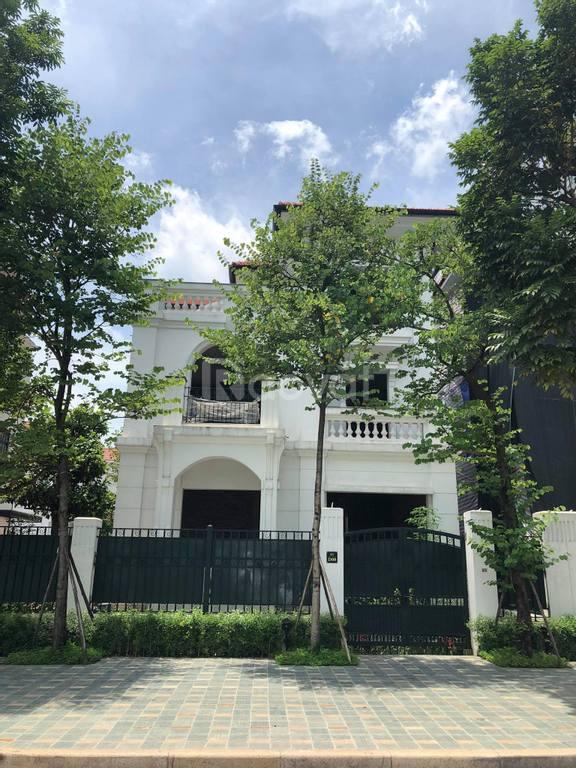 Bán biệt thự ngoại giao đoàn mặt đường đôi Đỗ Nhuận