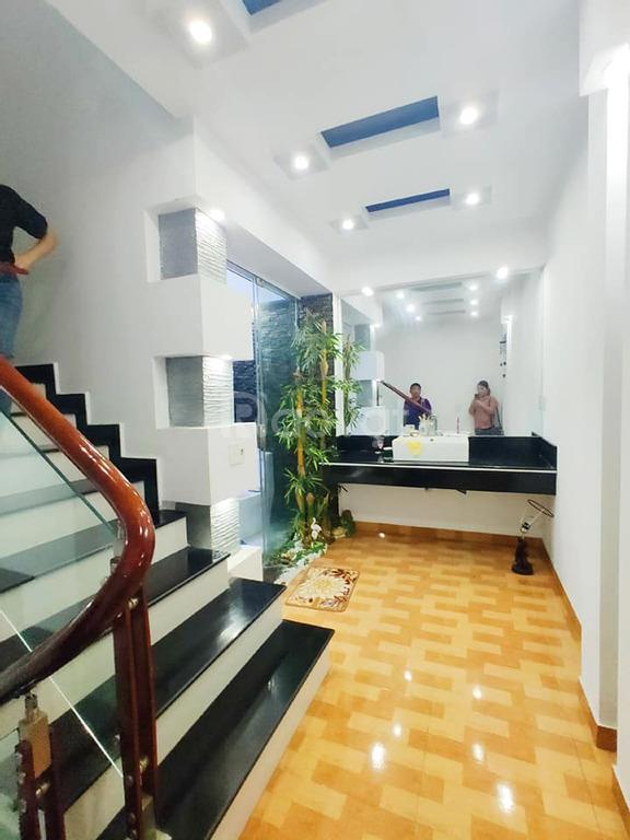 Bán nhà Văn Cao 35m2, 5 tầng, ô tô, kinh doanh