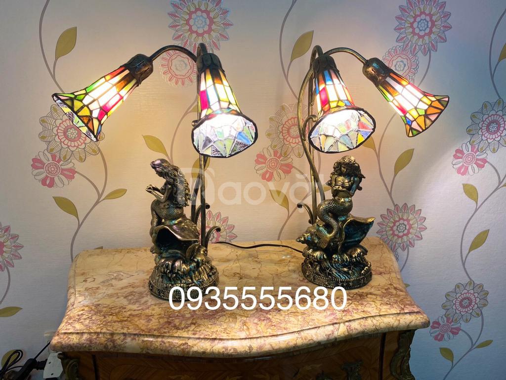 Đèn tiffany hoạ tiết hoa loa kèn kết hợp tượng nàng tiên cá