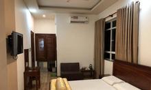 Nhà nghỉ 8 tầng Nguyễn Chí Thanh, ô tô tránh, vỉa hè