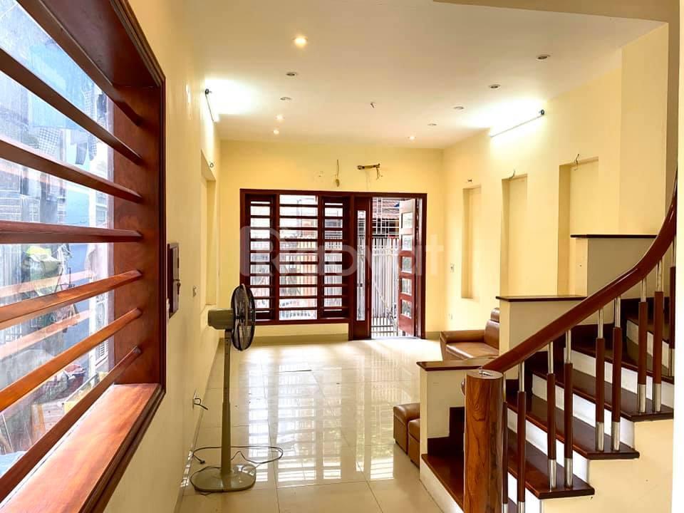 Nhà lô góc Long Biên, 70m, 4 tầng, MT 4m