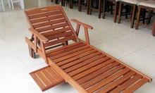 Cần thanh lý ghế hồ bơi gỗ, giá rẻ