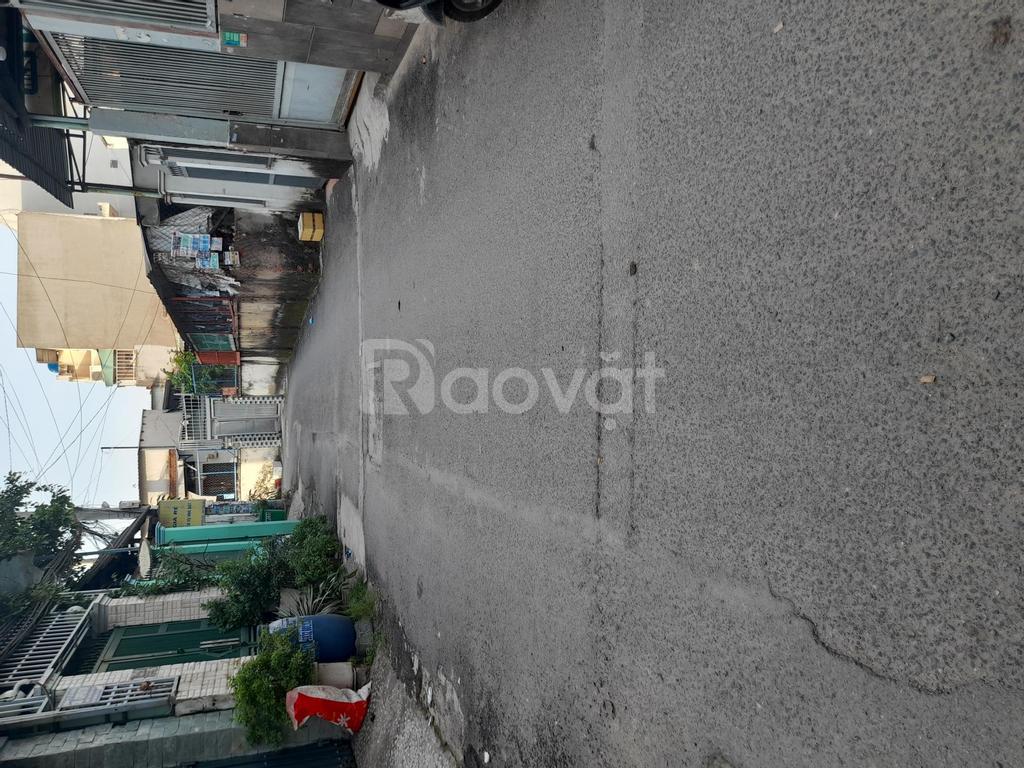 Nhà 1 trệt 2 lầu 4x14m, SHR chính chủ, ngay chợ Bình Thành, đường nhựa