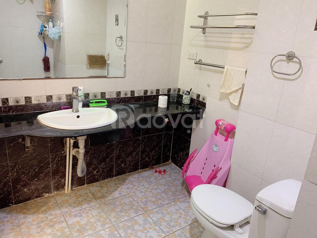 Bán chung cư 2 phòng ngủ, ngõ 120 Hoàng Quốc Việt