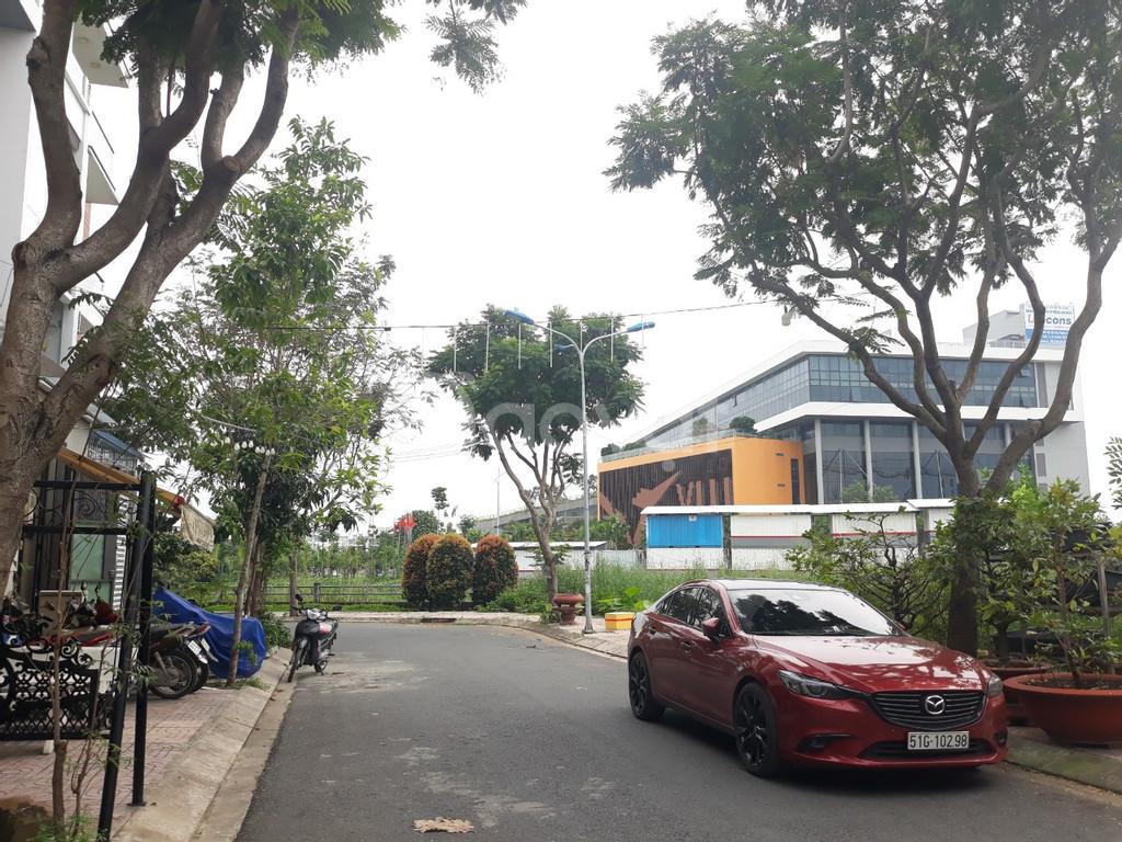 Nhà phố chính chủ, sổ hồng, bờ kè Đặng Thùy Trâm