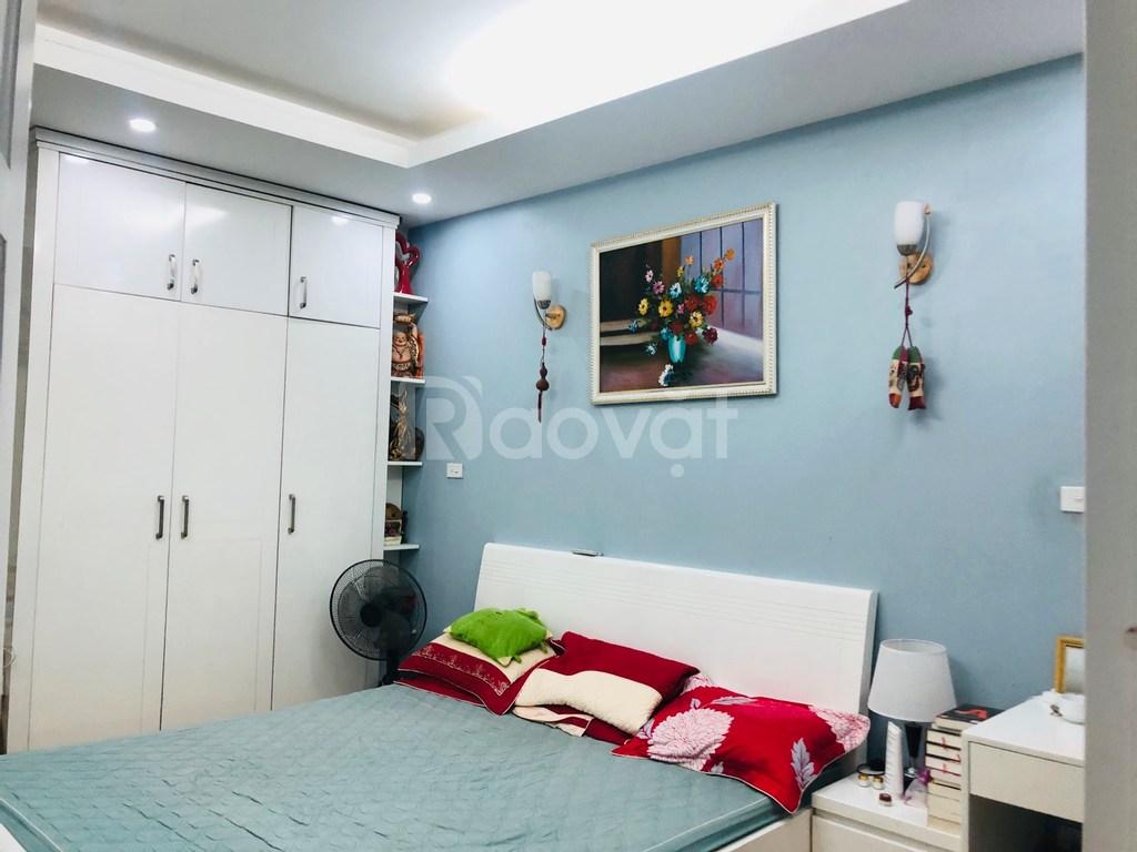 Cần cho thuê nhà CC 105m2 ngõ 84 Chùa Láng 4 PN, 2 WC, full đồ