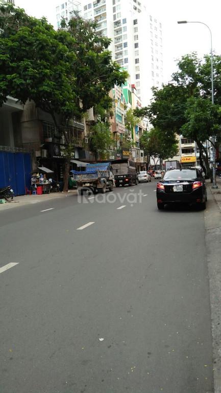 Bán nhà đường Lý Chính Thắng, Q.3, DT 3.8*17m, trệt lửng 4 lầu