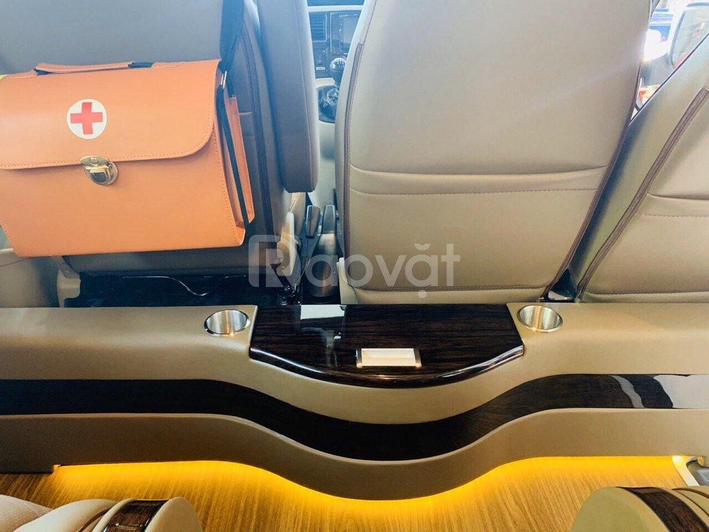 Ford transit limousine cao cấp giảm giá hơn 200 triệu