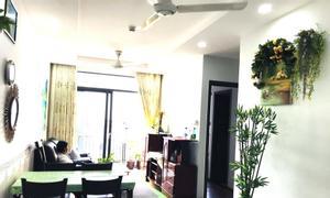 Bán căn hộ 2 phòng ngủ nội thất đẹp, ngay xa lộ Hà Nội