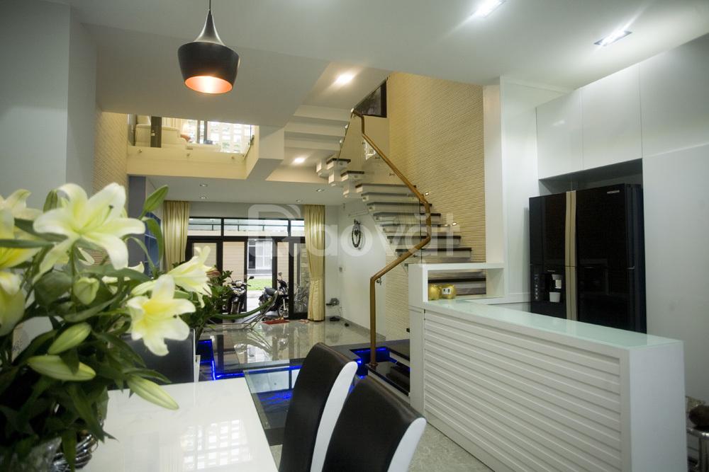 Nhà mặt tiền Lê Văn Sỹ, Phú Nhuận, 135m2