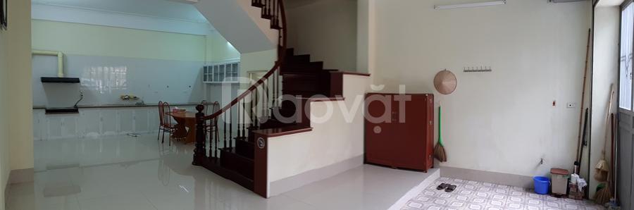 Cho thuê cả nhà 3 tầng Phạm Văn Đồng
