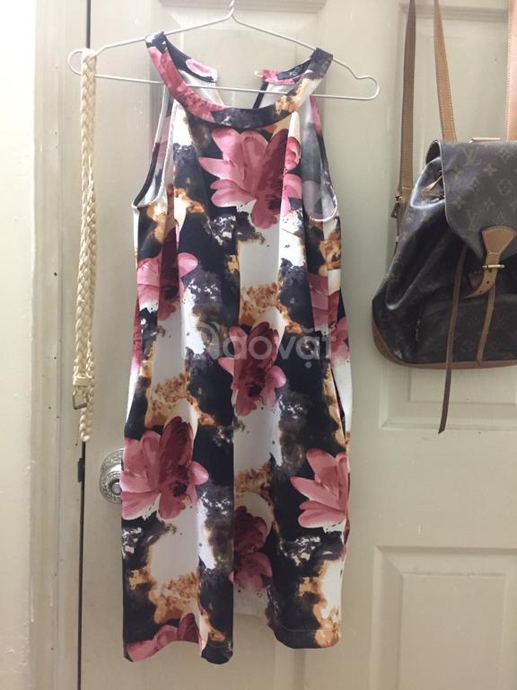Váy hoa cổ yếm