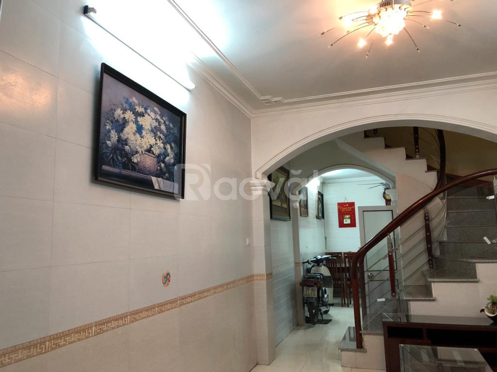 Cho thuê nhà 3 tầng, diện tích 36m2x3, khu dân trí phố Phùng Chí Kiên