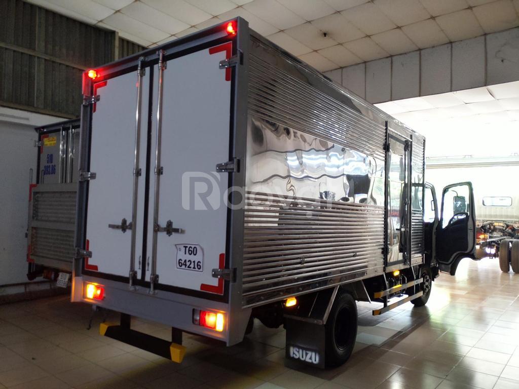 Isuzu 1.99 tấn thùng kín 4.4m, KM 100% thuế trước bạ, máy lạnh