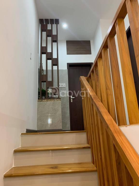 Bán nhà Phạm Ngọc  Thạch Đống Đa, 6 Tầng, Gara, thang máy