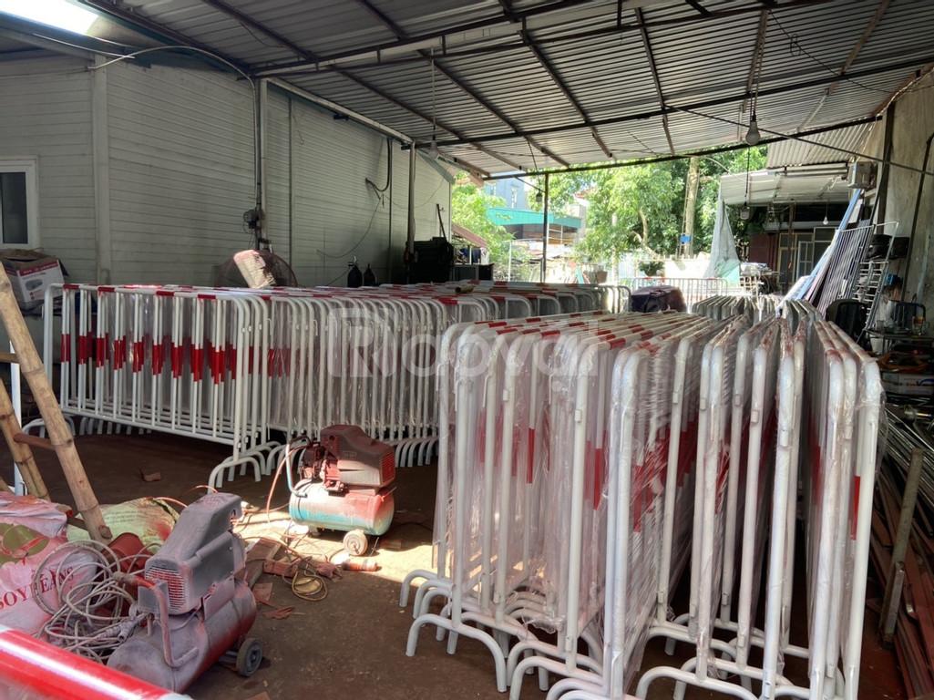 Hàng rào di động ngăn đám đông, giá tốt, hỗ trợ vận chuyển toàn quốc