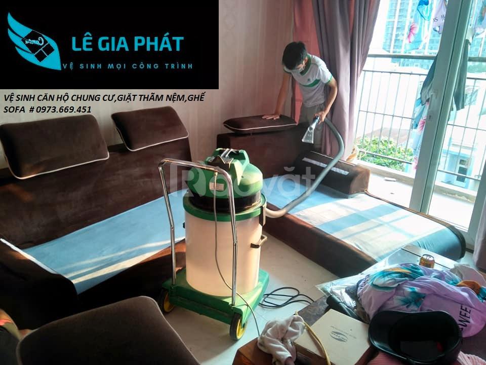 Vệ sinh ghế sofa da uy tín tại Đà Nẵng