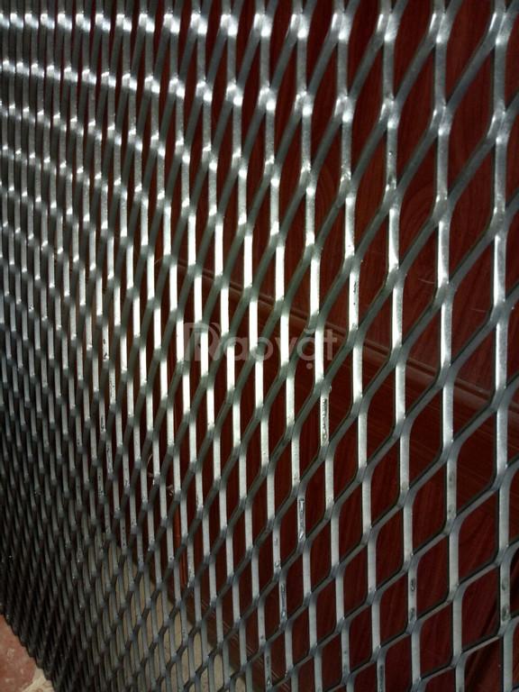 Lưới thép hàn ô vuông phi 4 ô 50 khổ 1m 10m có sẵn