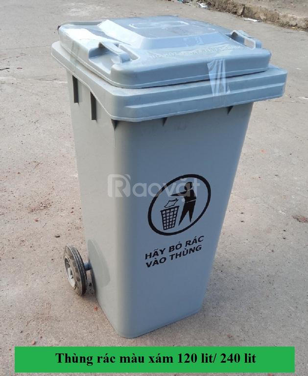 Thùng đựng rác thải công cộng màu xám