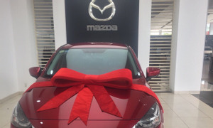 Mazda 2 Sedan Luxury 2019 đỏ, sản xuất 2020, đi 5800 km