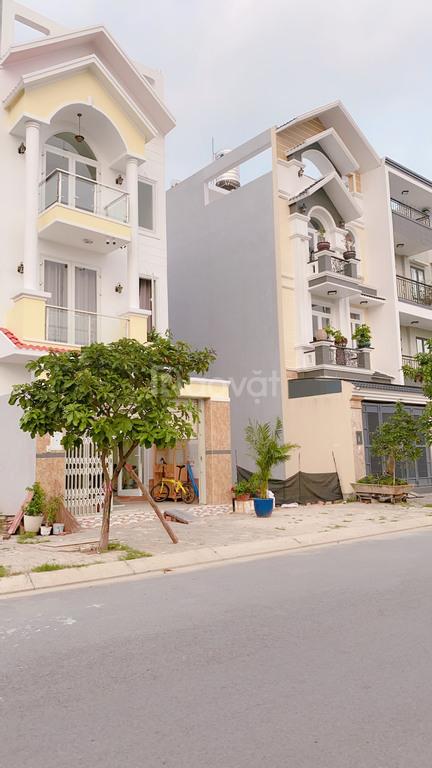 Chính chủ bán gấp 2 nền liền kề 110m2 KDC Phạm Văn Hai, sổ riêng