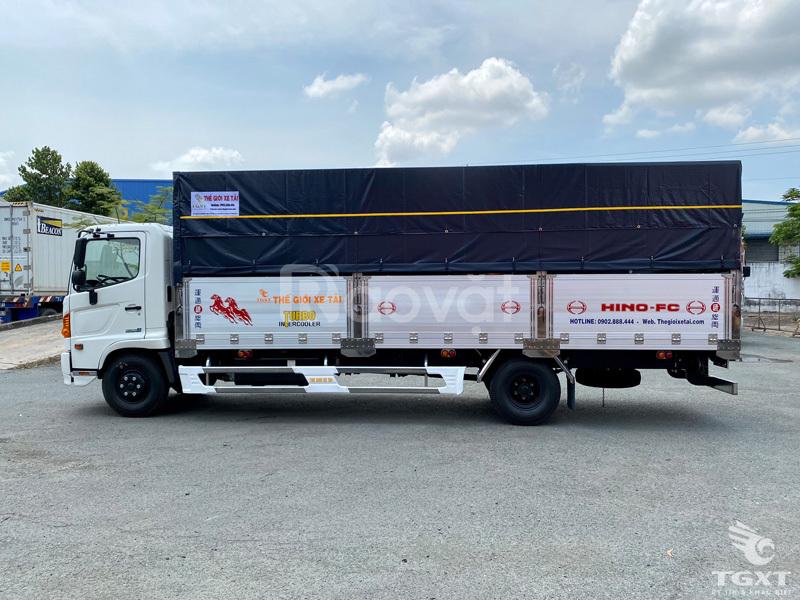 Xe tải Hino FC9JLTC 6.4 tấn thùng bạt trả trước chỉ 20% nhận xe