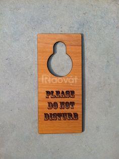Biển treo cửa bằng gỗ, tre khắc logo