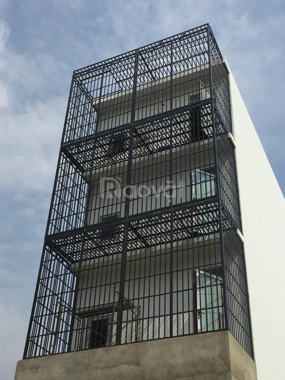 Khung bảo vệ cầu thang lên sân thượng