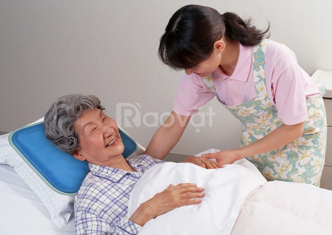 Dịch vụ chăm sóc người già tại nhà và tại bệnh viện