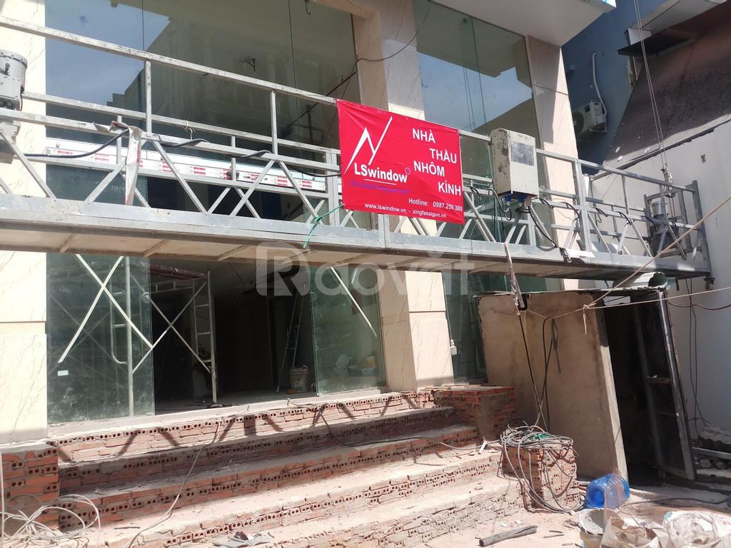 Giá cửa nhôm Xingfa mặt dựng kính hệ 65 cầu thang kính